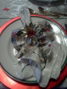 DIY Christmas napkin ring.