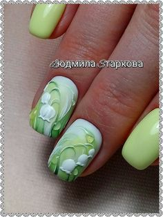 Here is a tutorial for an interesting Christmas nail art Silver glitter on a white background – a very elegant idea to welcome Christmas with style Decoration in a light garland for your Christmas nails Materials and tools needed: base… Continue Reading → Cute Nails, Pretty Nails, My Nails, Summer Gel Nails, Spring Nails, Nail Art Fleur, Easter Nails, Green Nails, Nail Decorations