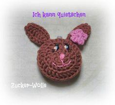 Häkelapplikationen - Hase quietschend - ein Designerstück von Zucker-Wolle bei DaWanda