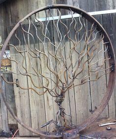 Antique wagon wheel with oak tree - Gartenkunst Metal Yard Art, Metal Tree Wall Art, Scrap Metal Art, Metal Artwork, Metal Garden Wall Art, Metal Mirror, Welding Art Projects, Metal Art Projects, Metal Crafts