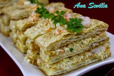 Milhojas frías de merluza y gambas Ana Sevilla con Thermomix Seafood Recipes, Appetizer Recipes, Salad Recipes, Appetizers, Pasta Recipes, Empanadas, Canapes, Fish And Seafood, Finger Foods