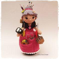 Mamie Crochet, assistante de couture