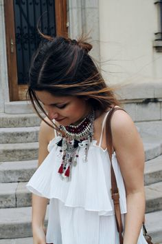 #summer #outfit wearing #ethnic #boho necklace, ripped #jeans and platform sandals More on: http://www.littleblackcoconut.com/2016/05/bohemian-touch.html