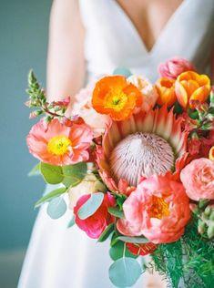 Vibrant pink and orange colorful wedding bouquet | #bouquets #bouquet #weddingbouquet #colorfulbouquet #weddingflowers