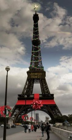 Eiffel Tower, Paris Toni Kami Joyeux Noël  Red Christmas ribbon