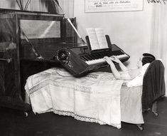 Piano especially designed for people who are confined to bed. Piano For The Bedridden (UK, 1935)