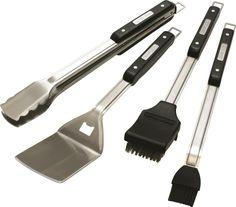 Το σετ 4 εργαλείων Broil King® Imperial™ έχει ένα ανθεκτικό σχέδιο ικανό να εκπληρώσει τις απαιτήσεις και του πιο απαιτητικού σεφ. Μεγάλες λαβές από μεγάλης πυκνότητας ρητίνες με ανοξείδωτα άκρα μεγάλου πάχους(1,8χιλ.). Η ιδανική λύση για λειτουργικότητα αλλά και διάρκεια. Το σετ περιλαμβάνει σπάτουλα, λαβίδα με κλείδωμα στο πιάσιμο, πινέλο από σιλικόνη για επάλειψη και βούρτσα καθαρισμού