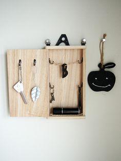 木の箱アレンジですっきりほっこり玄関小物 - mamagirl | ママガール Bathroom Hooks, Diy Ideas, Knowledge, Home, House, Craft Ideas, Homes, Houses, Facts