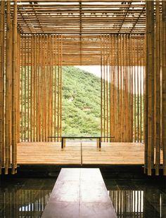 A força e a leveza do bambu na igreja de Simón Vélez e outras obras + BAMBU matéria prima na obra-sinônimo de sustentabilidade 2012 ·   O Bambu é um material muito versátil utilizado como matéria prima em construções, objetos e para fins decorativos