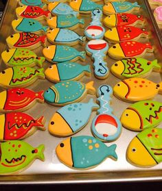 PIN is only for show cookie decorating Fish Cookies, Baby Cookies, Iced Cookies, Cute Cookies, Royal Icing Cookies, Birthday Cookies, Cookie Frosting, Cookie Designs, Cookie Ideas