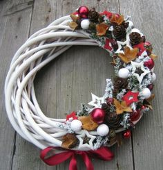 Adventní věnec z proutí Spring Projects, Projects To Try, Wine Cork Wreath, Willow Wreath, Christmas Wreaths, Xmas, Homemade Christmas Gifts, Advent, Diy Wreath