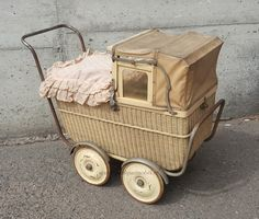 Old Cribs, Prams And Pushchairs, Baby Buggy, Dolls Prams, Baby Carriage, Old And New, Vintage Toys, Cool Kids, Nostalgia