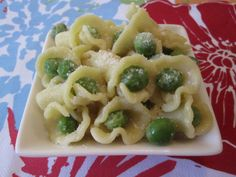 Peas & Pasta  (Serves 4-6) Cook Time: 10 mins 1 pound pasta, used campanelle (look like little bugles) 2 cups fresh or frozen peas 1/2 cup Parmesan cheese, grated 3 tablespoons olive oil 1 teaspoon salt