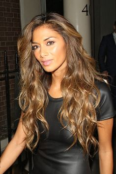 Pin for Later: Nicole Scherzinger Never Has a Bad Hair Day  Nicole warmed up the blonde even more as the X Factor live shows started. Tousled waves worked brilliantly for a night out in London.