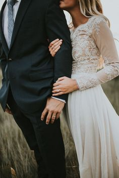 Obsessed with this lace-sleeved wedding dress by Leanne Marshall | Image by Autumn Nicole Photography