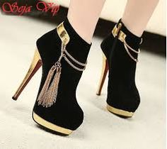 Black/Gold Shoes Closed with a flair of tassles, and a gold heel; Fancy Shoes, Pretty Shoes, Hot Shoes, Beautiful Shoes, Shoes Heels, Pumps, High Heel Boots, Heeled Boots, Shoe Boots