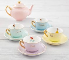 Pottery Barn has the cutest tea set for the Disney Princess in your life. They'll love to host a Disney Princess tea party with this pretty Porcelain Princess T Pottery Barn Kids, Sushi Set, Lila Party, Diy Vintage, Vintage Teacups, Princess Tea Party, Disney Princess Room, Disney Princess Jewelry, Tea Cart