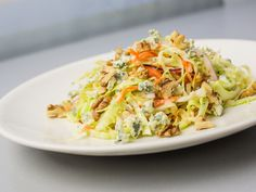 Праздник повседневного салата: колслоу, картофельный и свекольный с козьим сыром