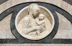 Un chouette de médaillon de Donatello sur la cathédrale de Sienne.  by thierrybigot1