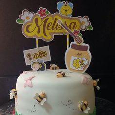 Topper do bolo - tema abelhinha produzido por Mônica Guedes