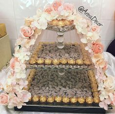 Pastel peach & light pink floral shirni tray for jaans engagement. Engagement Gift Baskets, Engagement Decorations, Diy Wedding Decorations, Wedding Themes, Wedding Favors, Indian Wedding Gifts, Afghan Wedding, Wedding Gift Wrapping, Persian Wedding