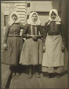 slovakian women, ellis island, immigrants, female, costumes, scarfs, dresses, vintage, fashion, looking for a better world, photo, sapira, history.