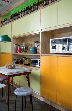 A reforma do apartamento no bairro de Higienópolis, em São Paulo, deixou para trás a aura clássica e o fez reencontrar seu DNA modernista