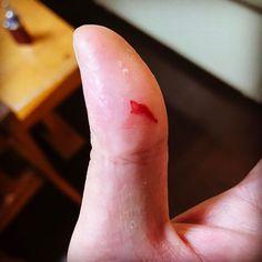 研いで自分で試し斬りしてしまいました(=ω=) 触っただけのつもりで他の事してたら時間差で血が出てきた( ˊ ᐞ ˋ )ƅ