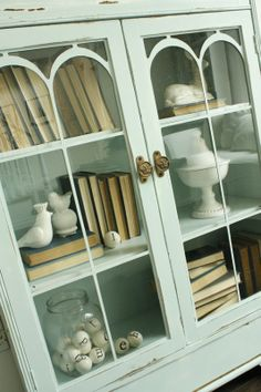 And that my friends, is how you decorate inside a hutch!