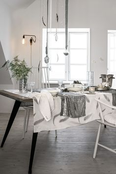 Tablecloth in organic cotton with an all-over print. | H&M Home