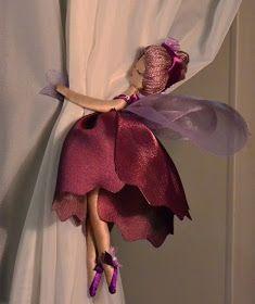Artesanatos com Moldes: fadinhas para cortinas Diy Home Crafts, Diy Home Decor, Crafts For Kids, Room Decor, Curtain Holder, Curtain Tie Backs, Curtain Designs, Fairy Dolls, Dolls Dolls