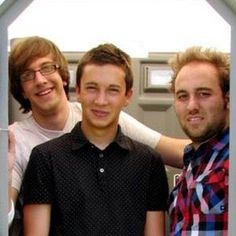 It's that BUZZFEED DUDE KEVIN OR SOMETHING ON THE LEFT