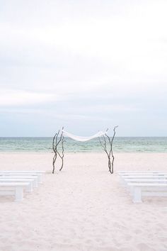 simple and elegant beach ceremony | Vue Photography