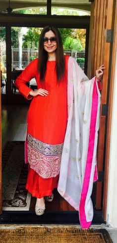 """""""Friendship needs no words. When you see yourself here remember about our friendship"""". Indian Attire, Indian Wear, Pakistani Outfits, Indian Outfits, Kurta Style, Indian Kurta, Look Short, Boutique Suits, Plain Dress"""