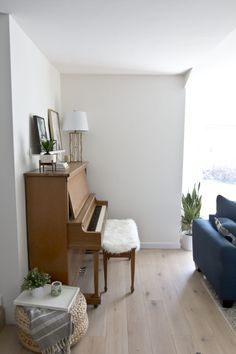Pianos can be incredible pieces in design. Get a simple formula that will make piano styling a cinch and elevate your living room decor. Sunroom Playroom, Living Room Decor, Dining Room, Piano Room, Fashion 101, Future House, New Homes, Home And Garden, Interior