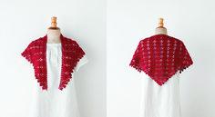 Un châle au crochet Réalisez ce châle au crochet. Les motifs éventails sont rehaussés d'une délicate bordure. La couleur rouge vif, lui apporte une allure très féminine.