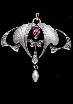 An Art Nouveau platinum pendant, 1900 Bijoux Art Nouveau, Art Nouveau Jewelry, Jewelry Art, Antique Jewelry, Vintage Jewelry, Jewelry Accessories, Fine Jewelry, Jewelry Design, Gold Jewelry