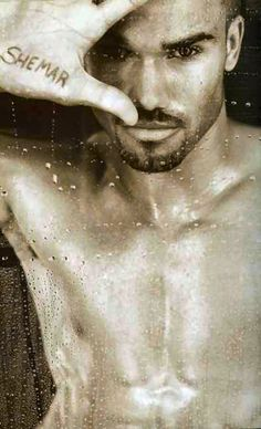 Shemar Moore. What a beautiful man! Pardon me while I stare awhile. ;-)