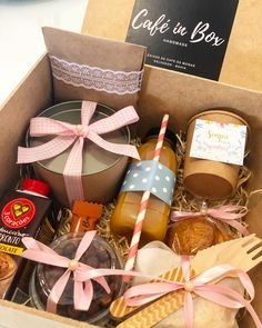Unicornios Wallpaper, Fruit Arrangements, Ideas Para Fiestas, Party In A Box, Hampers, Box Cake, Charcuterie, Gift Baskets, Buffet