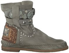 Karma of Charme boots in the Dutch woods. #karmaofcharme