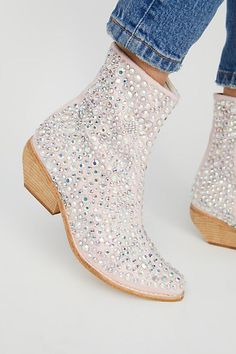 From casual to really beautiful, try on-trend mid-calf boots with our distinctive styles and patterns you will absolutely adore. Low Heel Ankle Boots, Black Ankle Boots, Ankle Booties, Bootie Boots, Calf Boots, Timberland Waterproof Boots, Timberland Boots Outfit, Sparkly High Heels, Pink Sparkly