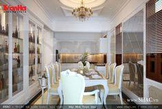 Phòng bếp kiến trúc cổ điển Pháp sử dụng nhiều vật liệu kính sang trọng và lịch lãm