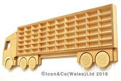 Juguete coche 'Truck' camión de plataforma por IconAndCoWales