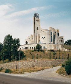Дворец бракосочетаний  Арх-ры: Р. Джорбенадзе, В. Орбеладзе  Тбилиси  1985  Фото: Frederic Chaubin
