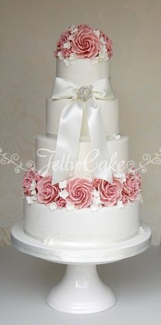 Gorgeous wedding cake by Jelly Cake