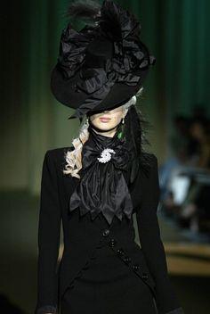 117 Haute Couture Fall/Winter 2005-2006 | fashion shows Carven.