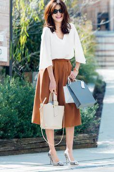 「テラコッタ」を知らずして今季のトレンドは語れませんっ! オレンジ×ブラウンの絶妙なカラーリングが日本人に似合うと大評判。何はともあれチャレンジを♡