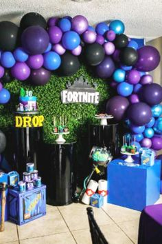 Check out this awesome Fortnite birthday party! The balloon garland will blow your mind! Birthday Backdrop, Birthday Balloons, Birthday Party Decorations, Party Centerpieces, 10th Birthday Parties, Dinosaur Birthday Party, 8th Birthday, Balloon Decorations, Balloon Garland
