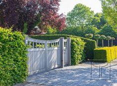 Vergrijsde poort in padoek model 18.14A. Locatie: Haacht, Antwerpen