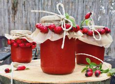Home made rosehip jam NejRecept. Home Canning, Preserves, Food And Drink, Homemade, Christmas Ornaments, Fruit, Holiday Decor, Cooking, Health